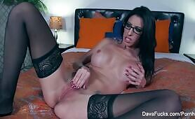 Dava Foxx Rubs Her Pussy